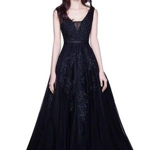 V-Neck Tulle Appliqué Long Gown